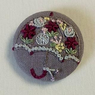 傘の刺繍ブローチ(コサージュ/ブローチ)
