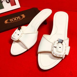 トッズ(TOD'S)のTODS トッズ ベルトデザイン ホワイト  サンダル 保存袋付(サンダル)