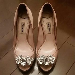 miumiu(ミュウミュウ)のミュウミュウ ビジュー パンプス レディースの靴/シューズ(