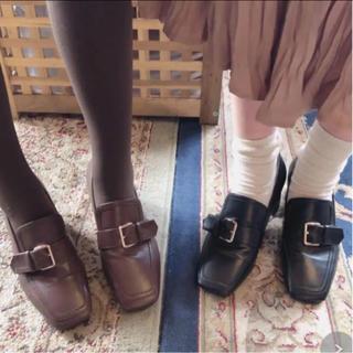 ロキエ(Lochie)のRili tokyo ヒールベルトローファー ブラック 22.5(ローファー/革靴)