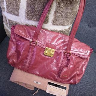 ミュウミュウ(miumiu)の正規品☆ミュウミュウ トートバッグ 赤 カデナ マドラス バッグ 財布 小物(トートバッグ)