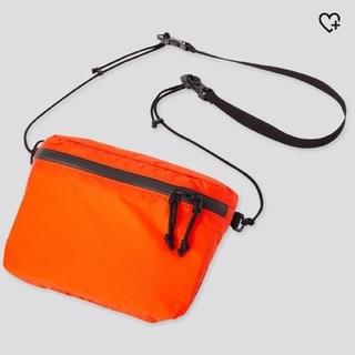 ユニクロ(UNIQLO)の【新品未使用】ユニクロ ライトウェイトファニーバッグ オレンジ(ショルダーバッグ)