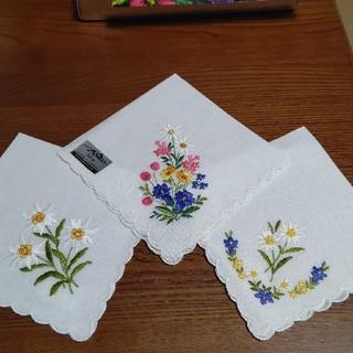 アルバ(ALBA)のハンカチ 刺繍 スイス製 ALBA(ハンカチ)