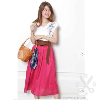 ジャスグリッティー(JUSGLITTY)の新品★ジャスグリッティー★エアリースカート★これからの季節に便利な濃いピンク(ひざ丈スカート)
