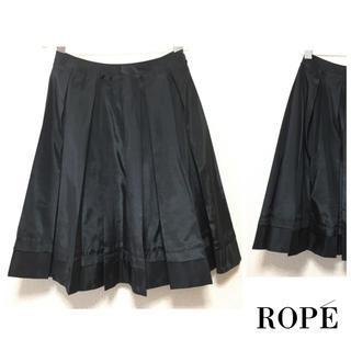 ロペ(ROPE)のロペ ▷ サテン風プリーツスカート  タック 光沢 ブラック 大人 フォーマル(ひざ丈スカート)