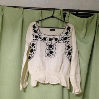 アーバンリサーチ(URBAN RESEARCH)のUR•ROSSO購入♡秋冬刺繍ブラウス(シャツ/ブラウス(長袖/七分))