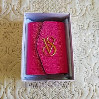 ヴィクトリアズシークレット(Victoria's Secret)の新品、未使用 ヴィクトリアシークレット パスポートケース ピンク(旅行用品)