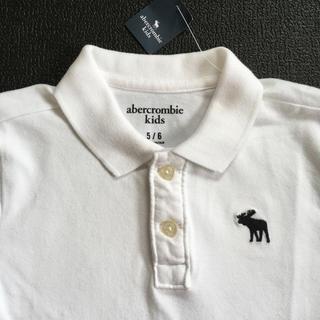 アバクロンビーアンドフィッチ(Abercrombie&Fitch)のabercrombie kidsアバクロンビームース刺繍ポロシャツUS5/6新品(Tシャツ/カットソー)