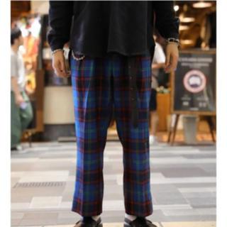 コモリ(COMOLI)のNEAT Wool Multi Checkスラックス(スラックス)