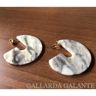 ガリャルダガランテ(GALLARDA GALANTE)のマーブル ピアス グレー セレクト GALLARDA GALANTE(ピアス)