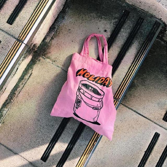 holiday(ホリデイ)のholiday トートbag ピンク 新品未使用 レディースのバッグ(トートバッグ)の商品写真