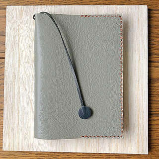本革 グレー色のブックカバー2(ブックカバー)