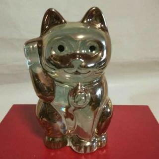 バカラ(Baccarat)のバカラの招き猫、ゴールドです。日本のバカラ直営店でしか販売していない専用座布団付(置物)