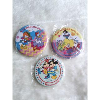 888 缶バッジ ディズニー fujicolor super HR レア(ブローチ/コサージュ)