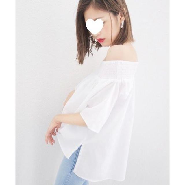 EMODA(エモダ)の美品EMODAハーフ オフショルダー トップス定価5,390円ホワイトシャツ レディースのトップス(シャツ/ブラウス(長袖/七分))の商品写真