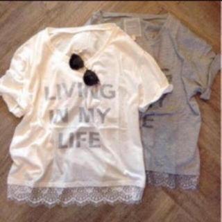 トゥデイフル(TODAYFUL)のTODAYFUL レースロゴTシャツ 裾レース シンプル 半袖 白 ホワイト 夏(Tシャツ(半袖/袖なし))