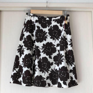 ジェイアンドエムデヴィッドソン(J&M DAVIDSON)のJ&M DAVIDSON 花柄スカート(ひざ丈スカート)