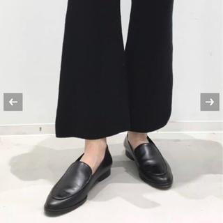 アパルトモンドゥーズィエムクラス(L'Appartement DEUXIEME CLASSE)のFLATTERED フラットシューズ(ローファー/革靴)