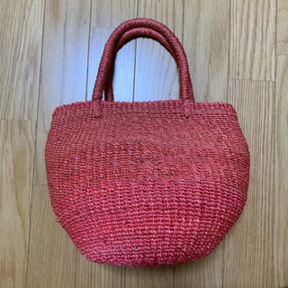 サマンサモスモス(SM2)の籠バッグ赤とハンカチレースキャミソール(かごバッグ/ストローバッグ)