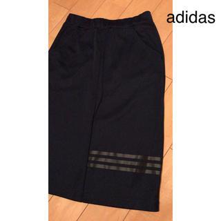 アディダス(adidas)のadidas(ひざ丈スカート)