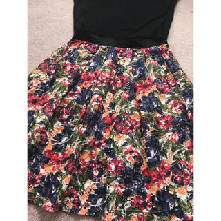 アンタイトル(UNTITLED)のアンタイトル  フェアリーシェード 花柄スカート (ひざ丈スカート)
