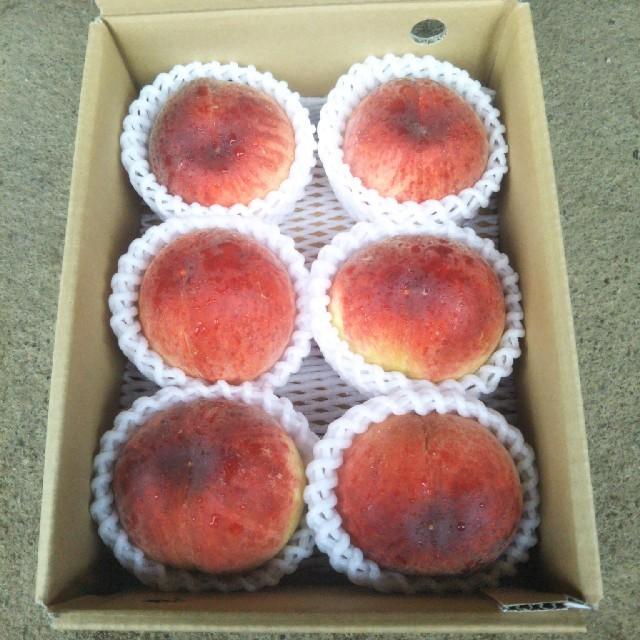 桃 山梨県産! 2キロ箱(5個から6個)※本州限定 食品/飲料/酒の食品(フルーツ)の商品写真