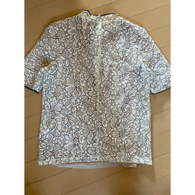 GU(ジーユー)のGU  白 レース Tシャツ 未使用 レディースのトップス(Tシャツ(半袖/袖なし))の商品写真