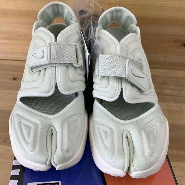 NIKE(ナイキ)のナイキ アクアリフト cw7164-100 23.5cm レディースの靴/シューズ(スニーカー)の商品写真
