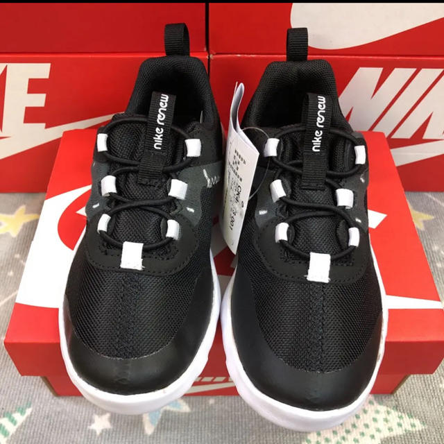 NIKE(ナイキ)のNIKE ELEMENT 55 16.0cm 新品未使用 箱なし配送 キッズ/ベビー/マタニティのキッズ靴/シューズ(15cm~)(スニーカー)の商品写真