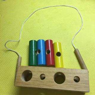 BorneLund - 赤ちゃん  ひも通しのおもちゃ
