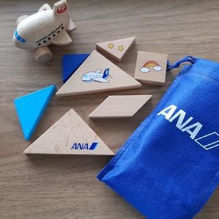 エーエヌエー(ゼンニッポンクウユ)(ANA(全日本空輸))のANAタングラムおもちゃ&JALの木製飛行機おもちゃ(知育玩具)