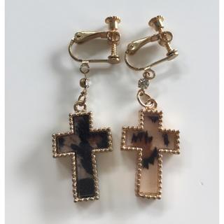 ZARA - 新品 豹柄 イヤリング ゴールド 十字架 クロス