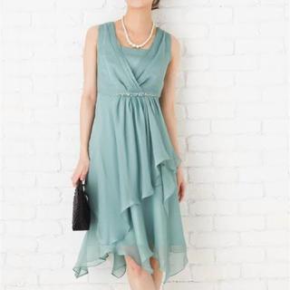 ソワール(SOIR)の日本製グリーンパーティドレス+コサージュセット(ミディアムドレス)