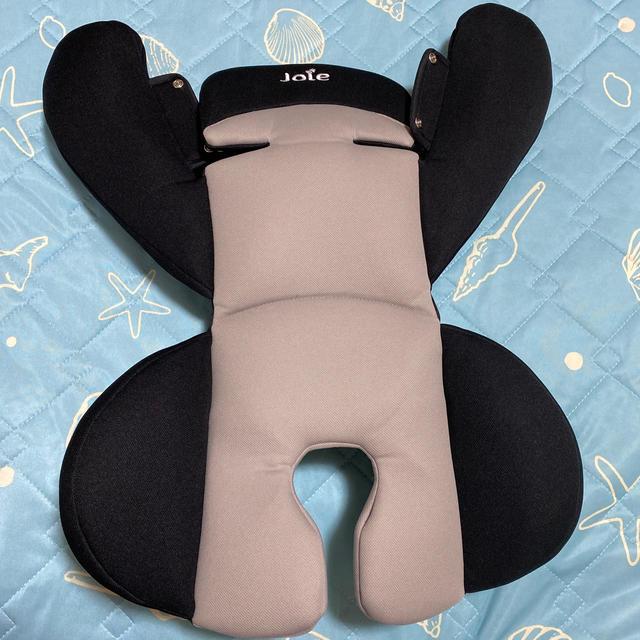 Joie (ベビー用品)(ジョイー)のjoie ジョイー チャイルドシート 新生児シート ブラック ソフトパッド キッズ/ベビー/マタニティの外出/移動用品(自動車用チャイルドシート本体)の商品写真