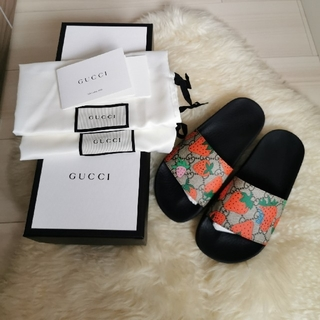 グッチ(Gucci)のグッチ いちごGGスライドサンダル (サンダル)