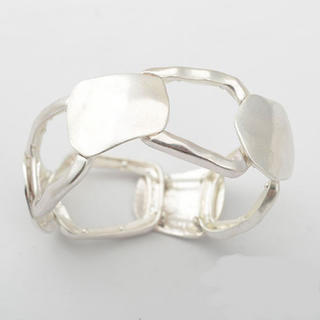 Ameri VINTAGE - Wide matte silver bangle No.366