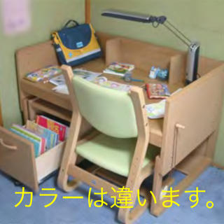 カリモクカグ(カリモク家具)の美品  カリモク Benesse ベネッセ(学習机)