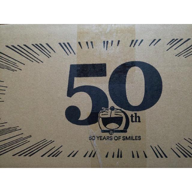 UNIQLO(ユニクロ)の【限定】ユニクロ UNIQLO ドラえもん 50周年 段ボール 箱 エンタメ/ホビーのコレクション(ノベルティグッズ)の商品写真