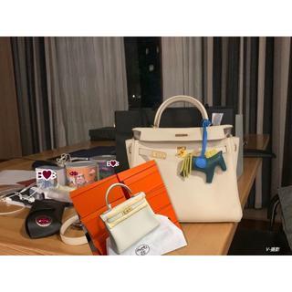 Hermes - 出勤用/雨の日用レアーなケリー28(内縫い)クレのハンドバッグ/アイボリー系