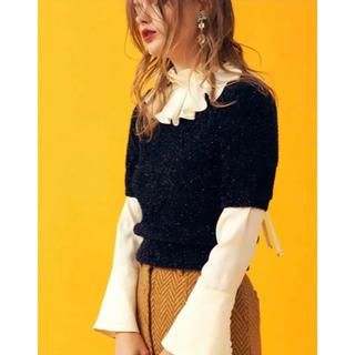Lily Brown - リリーブラウン フリル衿サテンブラウス