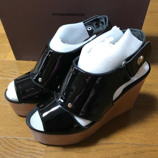 AU BANNISTER(オゥバニスター)の新品 定価25000円 アバハウス ウェッジソール バニスター サンダル36 黒 レディースの靴/シューズ(サンダル)の商品写真