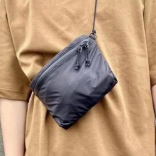 ユニクロ(UNIQLO)の【新品未使用・人気商品】ユニクロ ライトウェイトファニーバッグ ブラック(ショルダーバッグ)