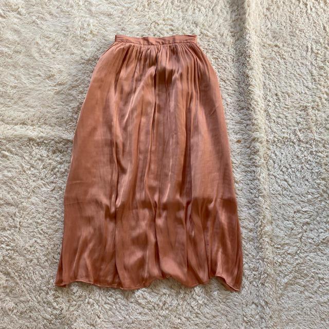 GU(ジーユー)のロングスカート サテン風 ピンク パール 無地 フレア レディースのスカート(ロングスカート)の商品写真