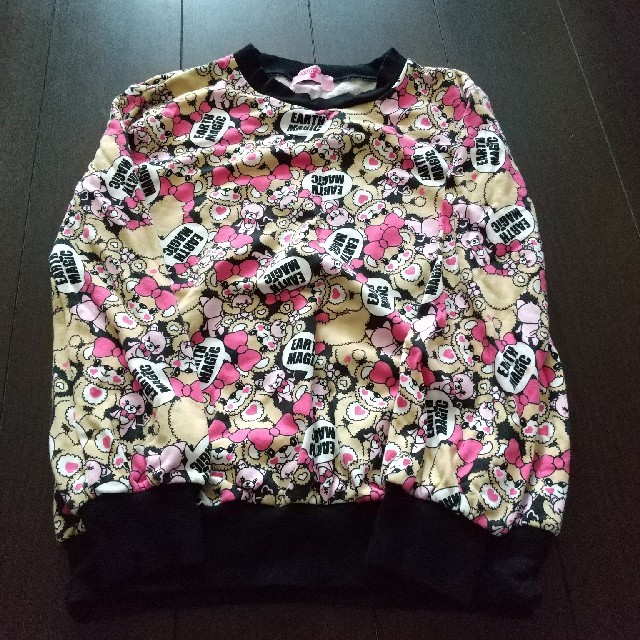 EARTHMAGIC(アースマジック)のEARTHMAGIC  アースマジック  長袖  トレーナー  総柄  140 キッズ/ベビー/マタニティのキッズ服女の子用(90cm~)(Tシャツ/カットソー)の商品写真