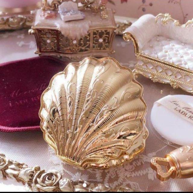 Les Merveilleuses LADUREE(レメルヴェイユーズラデュレ)のラデュレ 貝殻ケース コスメ/美容のコスメ/美容 その他(その他)の商品写真