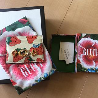 グッチ(Gucci)の新品未使用 GUCCI ストロベリープリント カードケース ズゥミ(名刺入れ/定期入れ)