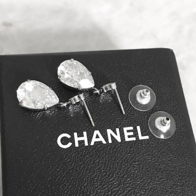 CHANEL(シャネル)の正規品 シャネル ピアス ココマーク ティアドロップ クリスタル シルバー 石3 レディースのアクセサリー(ピアス)の商品写真
