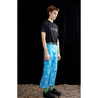 JOHN LAWRENCE SULLIVAN - 新品未使用 yoikadakada パンツ 刺繍 サテン 青