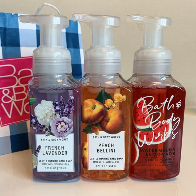 Bath & Body Works(バスアンドボディーワークス)の【新品】バスアンドボディワークス フォーミング ハンドソープ 3本セット コスメ/美容のボディケア(ボディソープ/石鹸)の商品写真
