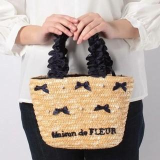 メゾンドフルール(Maison de FLEUR)の新品タグ付き パール リボン ハンドバッグ かごバッグ ネイビー 黒 ブラック(かごバッグ/ストローバッグ)